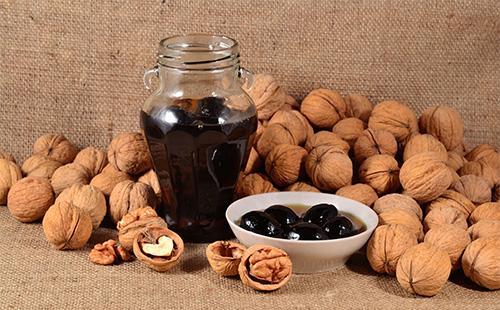 Варенье из грецких орехов в банке