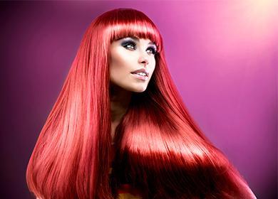 Девушка с ярко красными волосами