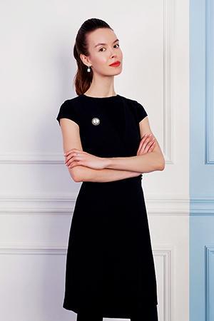 Екатерина в строгом чёрном платье