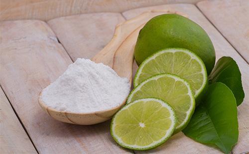 Сода в ложке и лимоны