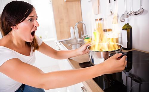Как отмыть посуду из нержавеющей стали до зеркального блеска: народные средства от жира, черноты, желтого налета и накипи