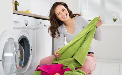 Как отстирать краску для волос с одежды в домашних условиях: свежую и засохшую, уксусом, перекисью, ацетоном