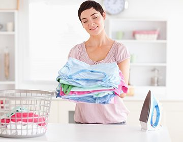 Как отстирать кровь с одежды, постели, матраса и дивана: выводим свежие и засохшие пятна