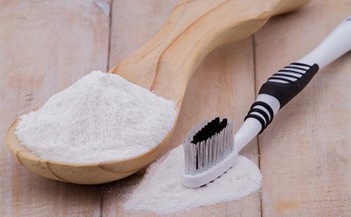 Как почистить белые кеды от желтизны и въевшейся грязи