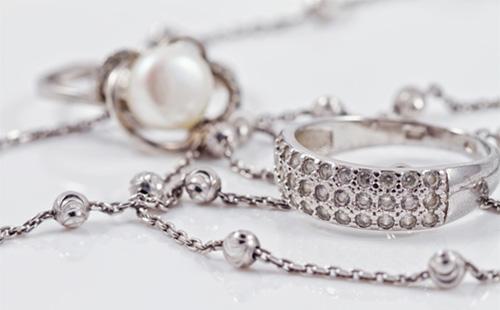 Серебряные цепочки и кольца