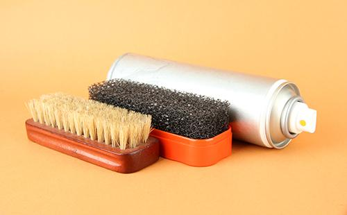 Как почистить замшевую обувь в домашних условиях: светлую и цветную, от грязи, соли, пыли и плесени