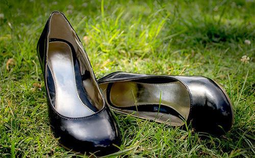 Как растянуть обувь в домашних условиях: замшевую, лаковую, кожаную, в длину и в ширину