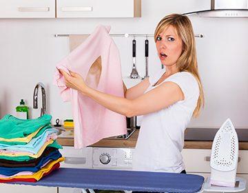 Как убрать след от утюга на одежде: народные средства против подпалин, желтых, белых и лоснящихся пятен