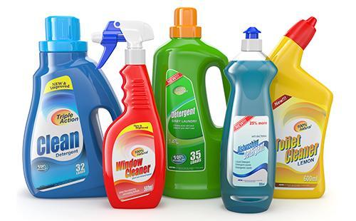 Пластиковые бутыли с моющими средствами