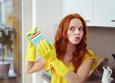 Женщина с губками для мытья