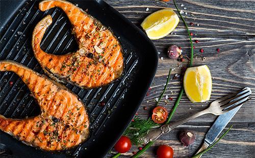 Стейки лосося на гриле