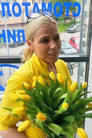 Вероника с жёлтыми цветами