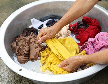 Как и чем вывести масляные пятна с одежды: засохшие и свежие
