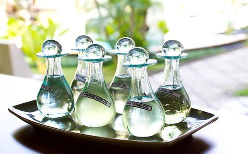 Эфирное масло в бутылочках