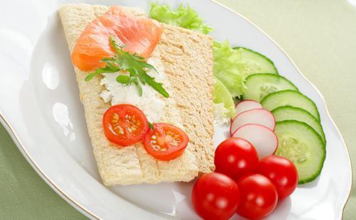 Диетический бутерброд на зерновом хлебце