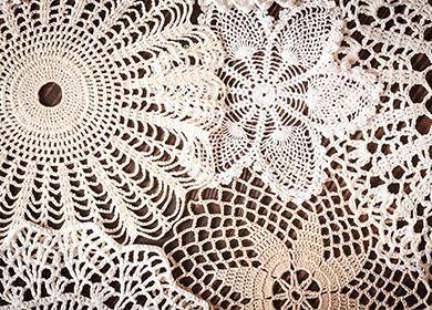 Белые кружевные салфетки