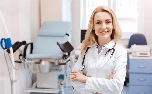 Улыбающийся гинеколог