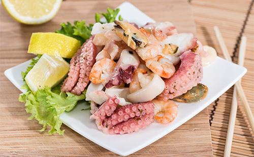 Салат с морепродуктами микс
