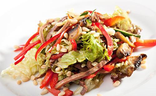 Салат с кусочками языка