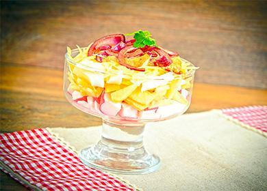 Салат из крабовых палочек в пиале
