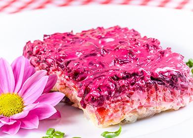 Салат, роллы иторт «Селедка под шубой»: неожиданные образы традиционной закуски