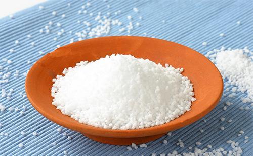 Соль в тарелке