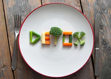 Буквы из овощей на тарелке