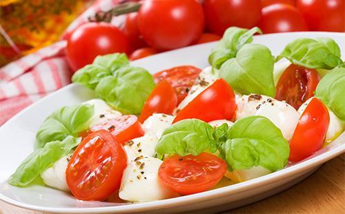 Греческий салат с помодорами