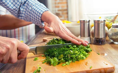 Резка зелени на салат