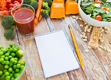 Порезанные овощи и блокнот для подсчёта баллов