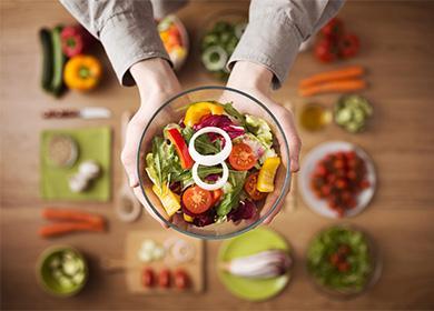 Овощной салат в пиале