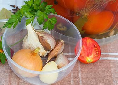 Помидоры дольками слуком назиму: как нарезать, аппетитно оформить вбанках исохранить летний вкус