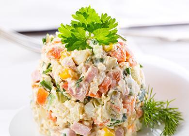 Красиво сформованная горка салата