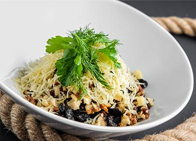Рецепт салата скурицей ичерносливом: слоями, вперемешку, горками
