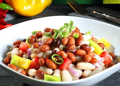 Блюдо салата с красной фасолью