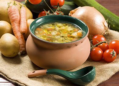 Итальянский овощной суп в горшочке