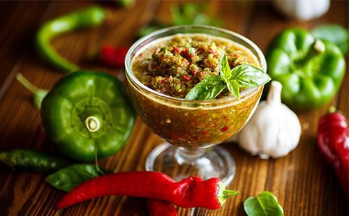 Аджика из болгарского перца в пиале
