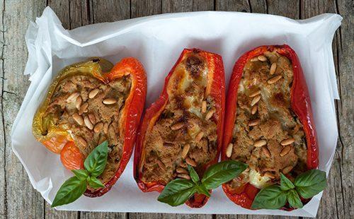 Болгарский перец с тунцом и орехами пинии