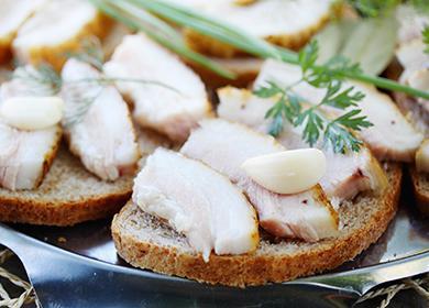Бутербродики с салом и чесноком
