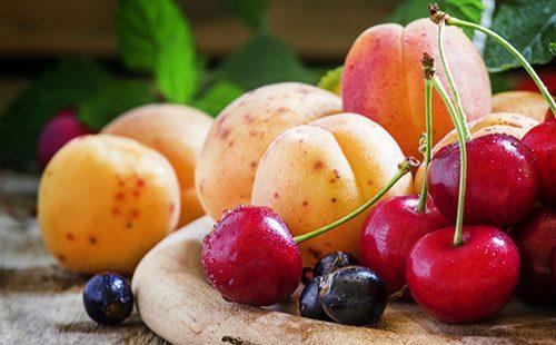 Летние фрукты и ягоды