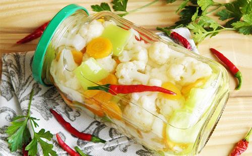 Цветная капуста маринованная с меорковью и боларским перцем