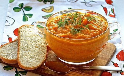Морковная икра в пиале