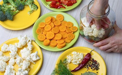 Ингредиенты для салата из цветной капусты