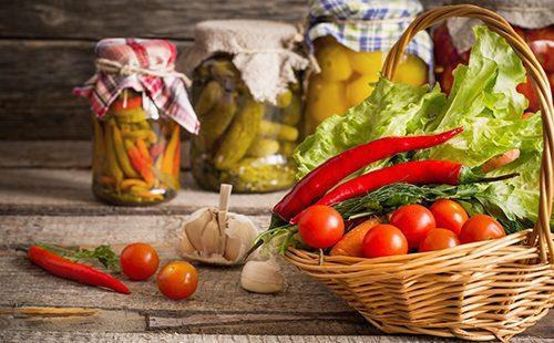 Овощи в корзине и в банках