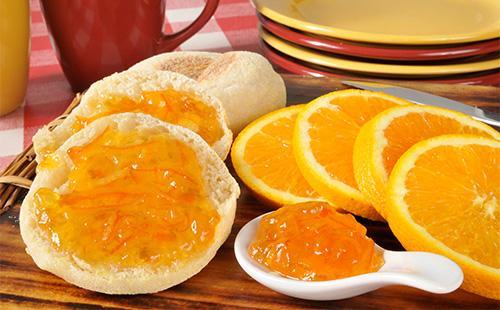 Апельсиновое варенье на булке