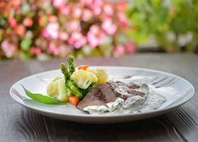 Отварное мясо с овощами