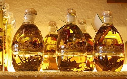 Оливковое масло на полках