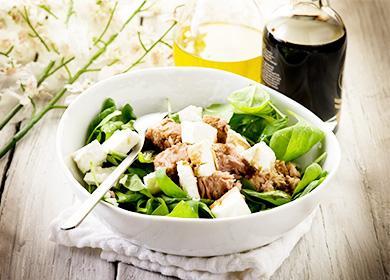 12рецептов салатов изконсервированного тунца: готовим «как вресторане»