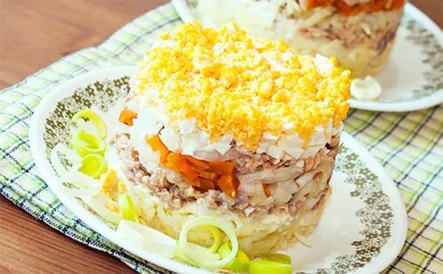 Праздничный салат с консервированным тунцом