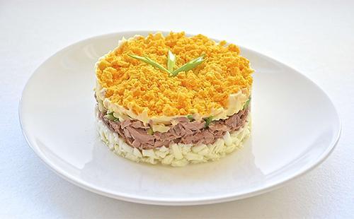 Зимний слоеный салат